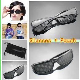 gafas de sol pinhole Rebajas 10 unids Gafas de Agujero Estenopeico + 10 unids Negro Gafas de Sol Bolsa Bolsa de Visión Mejora Vision Care Exercise Eyewear Training Set Envío Gratis