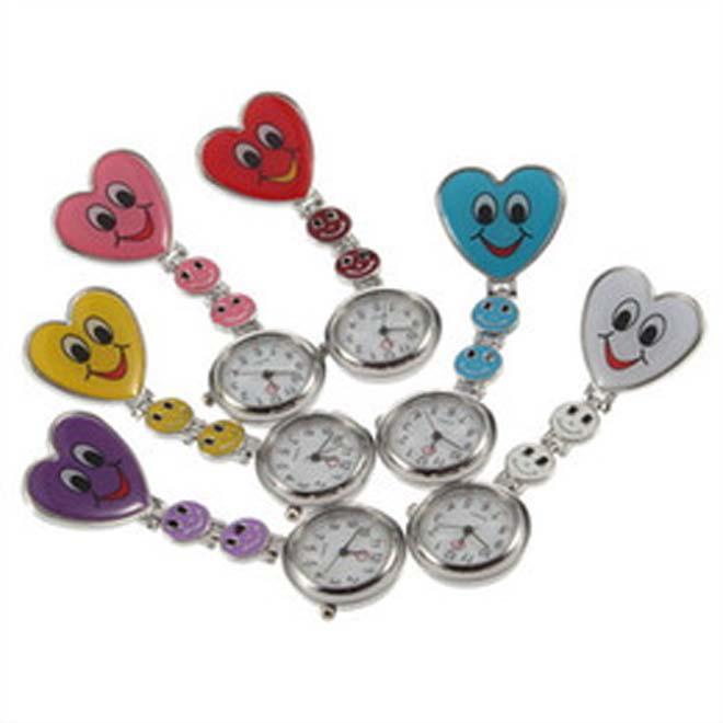 2017 2018 Fashion Style Krankenschwester Uhr Herz Krankenschwester Quarz Taschenuhr Brosche Portable Uhr hängende Mode
