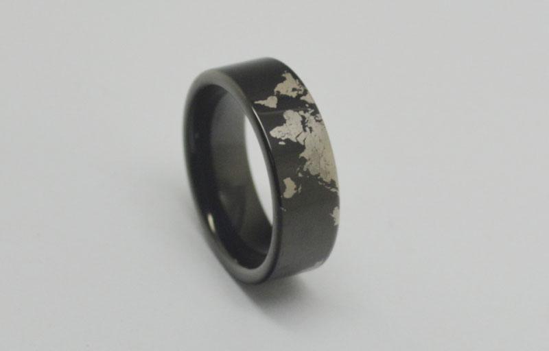 Der Ring WRY-1175 der freien Verschiffen-schwarzen Weltkarte-Wolframkarbid-Ring-Männer ist Auftrag groß