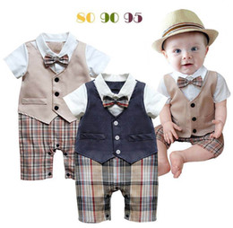 Barato Onesies Do Bebê Laços-Baby Boys onesies Plaid Gentleman Romper Waistcoat Bow Tie Summer One-Piece Jumpsuits Baby Clothing E13205