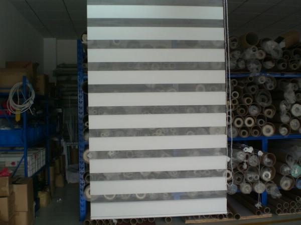 Moderne Vorhang-Rollenzebra-Vorhänge in den weißen lichtdurchlässigen Fenster-Vorhängen für Wohnzimmer 30 Farben sind availble
