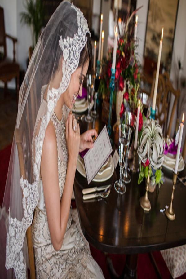 2019 Stunning Bridal Veils Custom Made Charming Bianco Avorio Champagne Pizzo 2 strati Velo da sposa con pettine applique abito da sposa