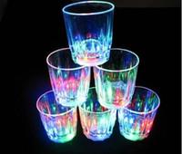 fiesta llevó tazas al por mayor-Taza decorativa del mini club de los partidos de la barra de la taza del vino de la bebida del LED que destella