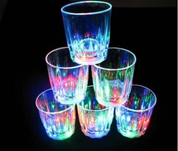 Wholesale Wholesale Bar Plastic - Mini LED Flashing Plastic Beverage Wine Cup Bar Parties Club Decorative Mug