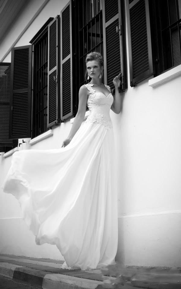 Enkel chiffong öppen trädgård sexig backless boll vintage billig formell klänning strand brudklänningar långa tåg bröllopsklänningar 2014 med spets