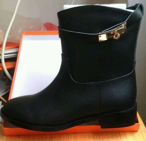 Sıcak Satış Hızlı Teslimat Yeni Moda Kadın Ayakkabı Yüksek kalite Toka kadın klasik ayak bileği Çizmeler orijinal Yumuşak hakiki deri Martin Çizmeler