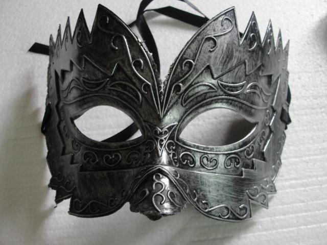 2017 Vendite Calde 12 pz / lotto Handmade Half-face Oro Argento Colore Vecchio Stile Degli Uomini di plastica veneziana Masquerade maschere palla