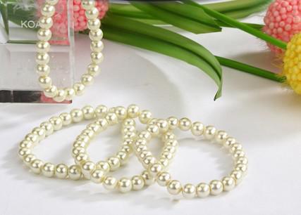 Nuevo Lotes 24 unids Beige Blanco Pulseras de Perlas de Imitación Pulsera Nupcial Elástica