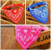 Barato Bandana Colarinho Azul-Brand New ajustável PU Dog Cat Collar Bandana cachecol colar Red Black Blue Pink Color Atacado Pet Supplier Mix Ordem 20PCS / LOT 4 Tamanho