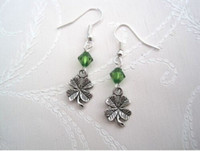Chaud! LUCKY QUATRE FEUILLES Drop SP Earrings Green Beads NOUVEAU Silver Fishhook Ear Wire (z712)