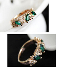 Wholesale Wholesale Emerald Diamond Rings - lovers rings Austrian crystal flash sweet retro feel emerald diamond ring finger jewelry female hearts [JR14224*48]