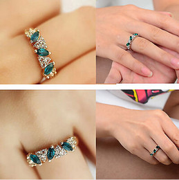 Wholesale Jewellery Vintage Rings - 10 pcs lot Fashion Vintage Womens Girls Emerald CZ Rhinestone Ring Jewellery Gift Gold Tone Free Ship [JR14224*10]