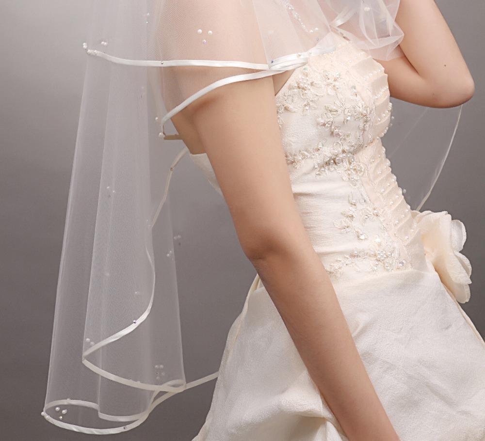 Neue Hochzeitszubehör Weiß / Elfenbein Mode Ribbon Rand Kurzer Zweischicht Brautschleier mit Kamm Hohe Qualität Freies Verschiffen