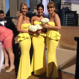 Beach Prom Pas Cher-Sexy Robes demoiselle d'honneur jaune Beach Strapless Sans manches Peplum Backless Ruffles Floor-length Maid Of Honor Dress Plus Size Prom Dress