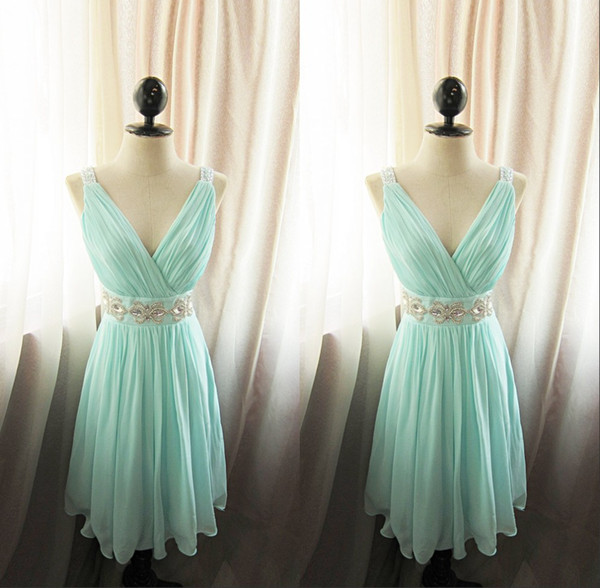 Amazing Pleated V-Neck A-Line Short Bridesmaid Dress With Crystal Sash Bridal Party Gowns Chiffon Mint Maid Of Honor Dress Custom Plus Size
