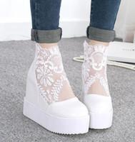 geschlossene spitzenschuhe großhandel-Neue silberne weiße Spitze-Hochzeits-Schuh-Plattform-Keil-Absatz-Art- und Weisefrauen-hohe Absätze schlossen Zehe-Herbst-Frühlings-Schuhe 2014 Größe 34 bis 39