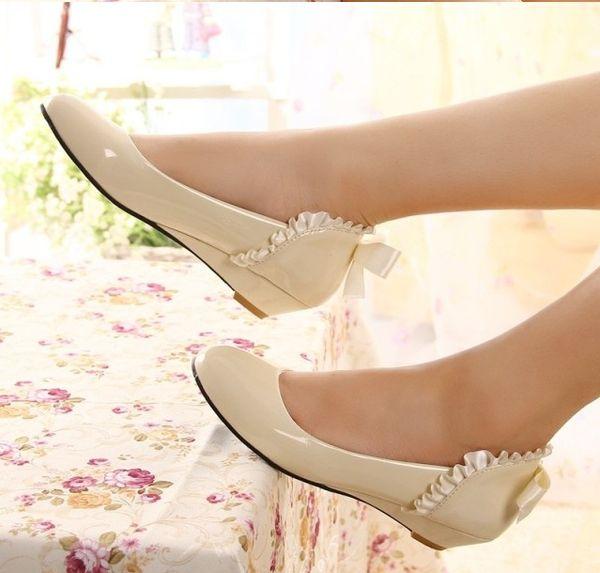 Ventas calientes Brillante Versión Coreana De Nuevos Zapatos De Primavera Con Una Sola Pendiente En Dulce Arco Zapatos De Tacón Bajo Bombas Zapatos De Mujer DL186