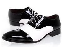 черные шнурки шнурка освобождают перевозку груза оптовых-Бесплатная доставка знаменитая обувь Мужская обувь, черный и белый цвет соответствия кружева up квартиры единственным человеком кожаная обувь