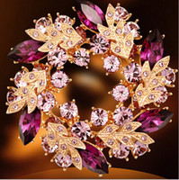 gelinlik çiçek broşları toptan satış-Düğün taş broş rhinestone kristal altın alaşım çiçek broşlar iğneler Noel pimleri klipler elbise eşarp kravat pin kadınlar çekicilik takı