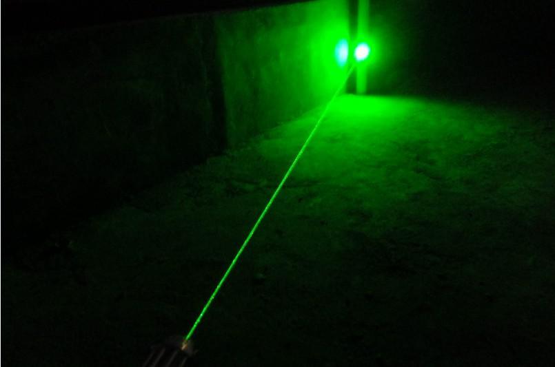 Super Poderoso Militar de alta potência 532nm ponteiros laser verde SOS Lanternas LED ajustável + chave + carregador + caixa de presente + frete grátis teac Caça