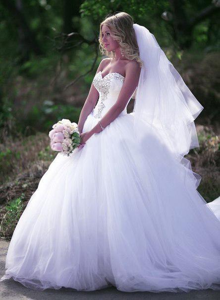 Новый бальное платье Принцесса Свадебные платья Милая без рукавов из бисера со стразами Оборками Часовня Поезд Тюль Свадебные платья на заказ