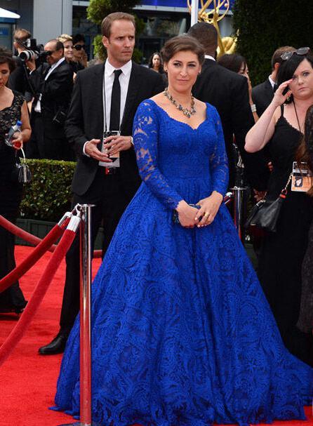 Blaue Spitze Celebrity Dress Vintage 2019 Emmy Awards Mayim Hoya Bialik Neue Ankunft Party V-Ausschnitt Lange Ärmel Abendkleid Kommunion Kleider