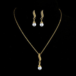 Wholesale Golden Earrings 18k - Hot Selling Romantic Imitation Pearl 18K Gold Plated Earrings And Necklace Jewelry Set For Women