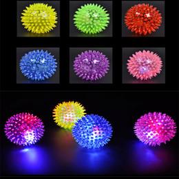 2019 salto de goma Soft bola de goma de flash LED Flash Ball iluminación de salto de pelota Boy Gift Bouncy bolas de juguete Led Flash Pet LED Kid's Toys Festival de cumpleaños de Navidad salto de goma baratos