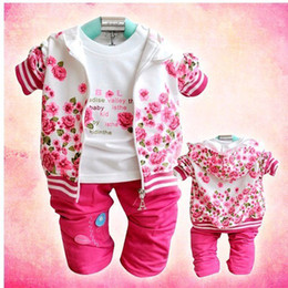Prix ​​de Gros De Vêtements Pour Filles Pas Cher-Gros-Livraison gratuite Prix le plus bas baby girl 3 pcs costume fleur vêtements filles set 3pcs coat + t-shirt + pantalon en coton infantile vêtements / lots