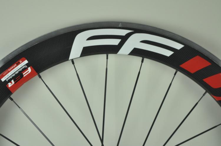 2020 Yeni Beyaz Kırmızı FFWD 50mm Tek gariplik Alaşım Fren Yüzey Tekerlekli çiftler Karbon Elyaf Yol Bisikleti Tekerlekler