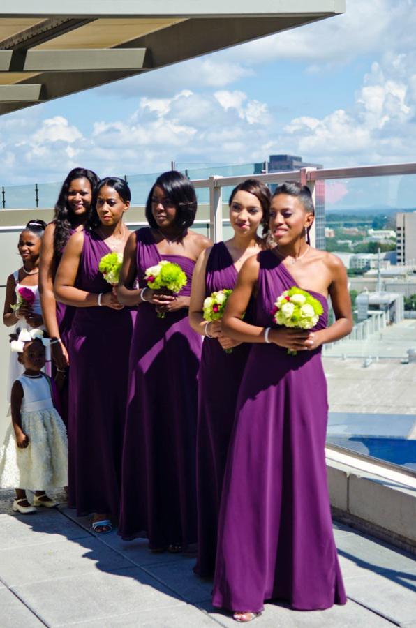 パープルワンショルダーブライドメイドドレスシフォンフリル床の長さカスタムメイドのイブニングドレスウエディングドレス