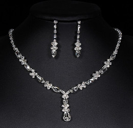 Wholesale Earing Set Crystal - Luxury diamond earrings necklace jewelry sets girl bride crystal wedding party Christmas jewelry sets Tiaras pendants necklaces stud earing