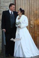 imagens de coat bride venda por atacado-Manto De Noiva / Wraps / Jaquetas Inverno Nupcial Capa Casaco De Pele De Falso Casamento / terno Com Capuz de tempo frio Casamento / Noivas Cloaks