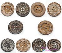 büyük düğme ahşap toptan satış-20 Adet Karışık Desen 4 Delik Ahşap Büyük Dikiş Düğmeler için Kazak Palto Giyim 6 cm (2 3/8