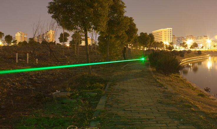 Super potente militare ad alta potenza 532nm puntatori laser verde SOS LED torce regolabile + chiave + caricabatterie + confezione regalo + spedizione gratuita Caccia teac