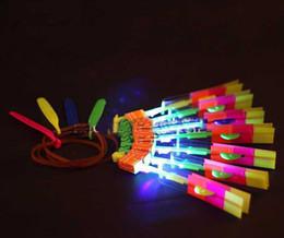 2014 Weihnachtsgeschenk Neueste Spielzeug LED Erstaunliche Fliegende Pfeil Hubschrauber Fliegen Regenschirm LED Spielzeug LED Hubschrauber von Fabrikanten