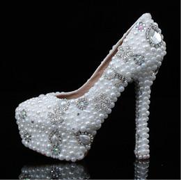Livraison gratuite 2015 nouvelle belle ivoire dame chaussures de mariage de mode strass à la main perle talon haut chaussures de mariée fille robe de soirée chaussures ? partir de fabricateur