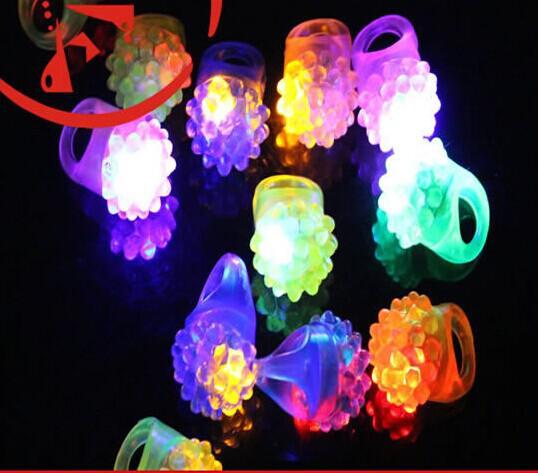 Бесплатная Доставка Свадьба Мягкое Мерцание Кольцо Мода Силиконовые Светодиодные Палец Кольцо Светящиеся Игрушки