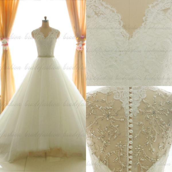 Imagem Real! Sheer lace vestidos de casamento decote em v sem mangas capela trem ruffles botões cobertos de alta qualidade vestidos de noiva formais