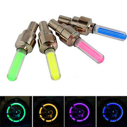 2019 hanno portato i tappi per pneumatici LED Flash Tire Bike Wheel Valve Cap Light Car Bike Bicicletta Motorbicycle Wheel Tire Light LED Car Luce Blu Verde Rosso Giallo Luci colorate hanno portato i tappi per pneumatici economici