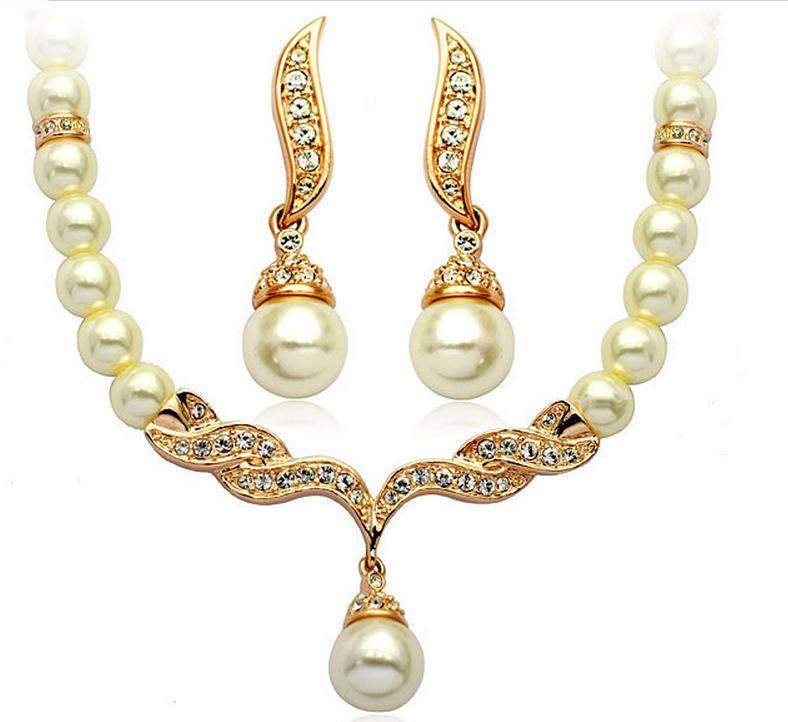 Perlenschmuck mit gold
