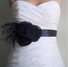 Пояс пояса перьев онлайн-Бесплатная доставка! 2019 черные цветочные бусины перо свадебные пояса дешевые ремни для свадебных аксессуаров