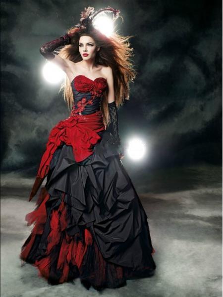 Abiti da sposa gotici neri e rossi 2018 Vintage Court Style Sweetheart Ruffle taffettà di lunghezza del pavimento grande arco corsetto sexy abiti da sposa