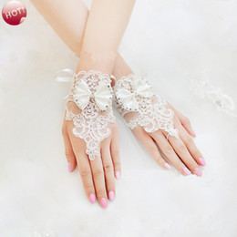 Wholesale Bowknot Gloves - Cute Lovely Short Fingerless Lace Appliques Wedding Bridal Gloves with Crystals Beaded Bowknot Hot Selling