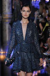 Elie saab gris largo vestido online-Increíble lujo Elie Saab Runway con cuello en V Una línea de tafetán Azul marino oscuro Vestido de cóctel Vestido de manga larga formal de noche