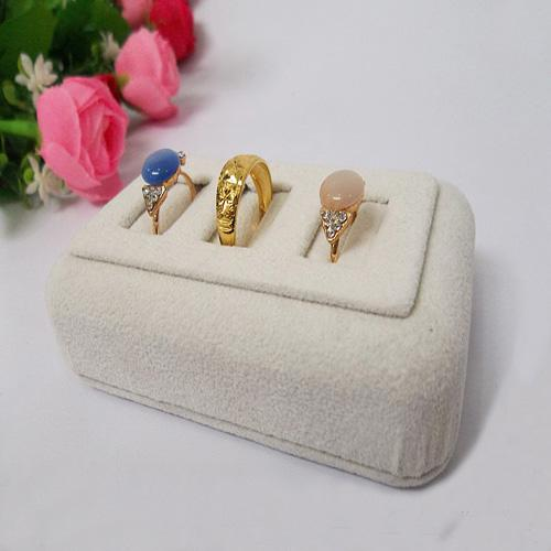 2016 New Limited Jewelry Tray Jewellery Box Latest Beige Suede Jewelery Display 3 Vertical Slots Ring Holder Case Rings Bar Showing Props