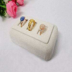 schmuckkästchen großhandel-2016 New Limited Schmuck Tablett Schmuck Box Neueste Beige Wildleder Schmuck Display Vertikale Slots Ring Halter Fall Ringe Bar Zeige Requisiten