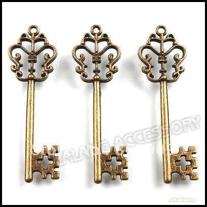 Venta al por mayor-60pcs / lot Vintage Key Charms 58x18x3mm aleación de bronce antiguo Metel colgante Fit joyería que hace 141372