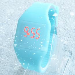 2019 pulseira de relógio para meninas Atacado-2014 meninas / meninos LED relógio Ultra-fino Design mulher geléia Unisex estudantes Electronic Silicone Strap, relógio de moda desconto pulseira de relógio para meninas