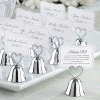 çan kartları toptan satış-Düğün Dekorasyon hediye Öpüşme çan Gümüş Kalp Bell Yeri Kart Tutucu ve Fotoğraf Tutucu Düğün iyilik masa kart sahipleri için 45 adet / grup